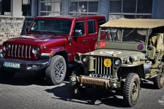 Willys MB Jeep 1943 & Jeep Wrangler 4xe 80th Anniversary