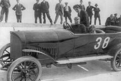 Pierwszy wyścig samochodowy w Niemczech odbył się 22 maja na torze Opla w Rüsselsheim na oczach 40 000 widzów. Fritz von Opel na 14-konnym Oplu, zwycięzca wyścigu dla samochodów do 22 KM