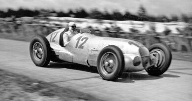 Grand Prix Niemiec 1937 – zwycięzca Rudolf Caracciola w Mercedes-Benz W 125.