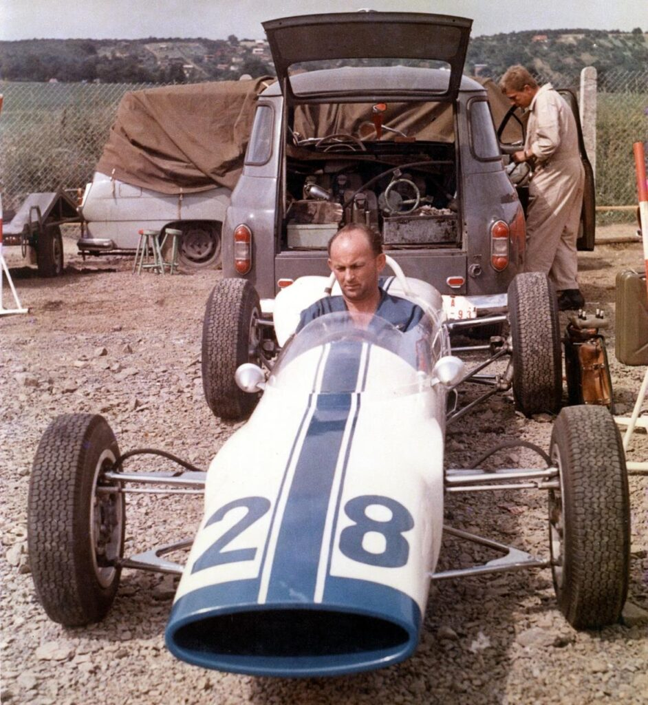 Jaroslav Bobek wygrał Wyścigowe Mistrzostwa Czechosłowacji w 1966 roku za kierownicą Skody F3