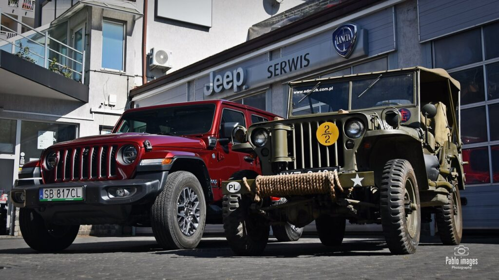 Jeep Wrangler 4xe 80th Anniversary i Willys MB Jeep 1943