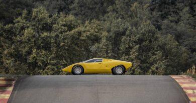 Odbudowane Lamborghini Countach LP 500 przetestowane na torze